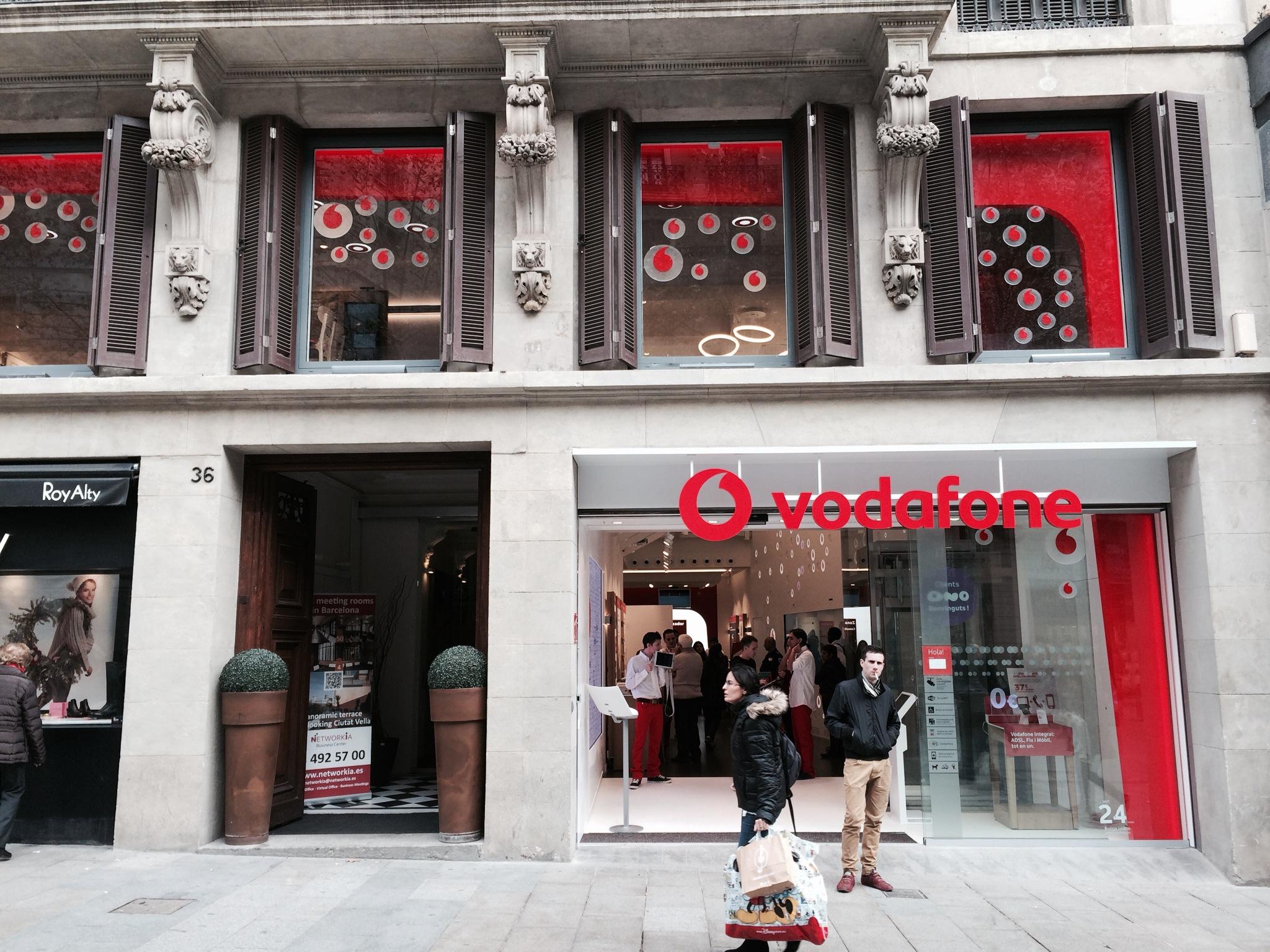 Retail360 Vodafone Barcelona Puerta del Ángel Exterio